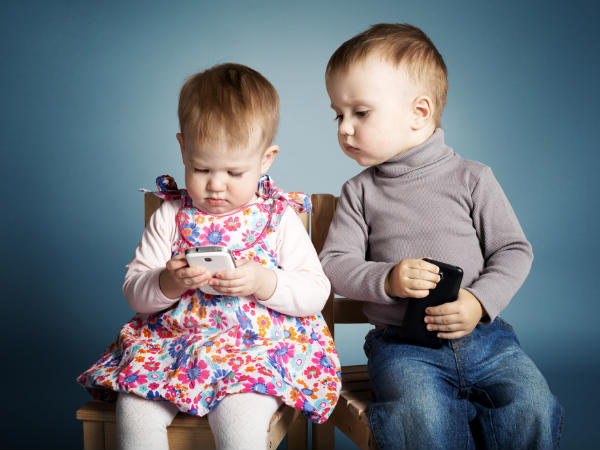 Most US toddlers hooked to smartphones, tablets