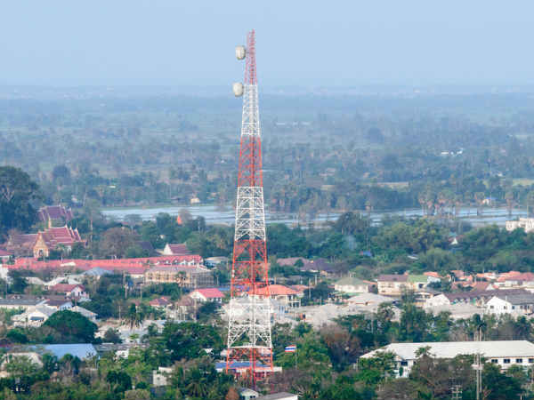 Fitch puts telecom sector on negative outlook ahead of Reliance Jio