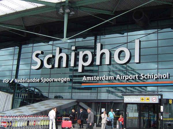 Robot to help passengers find their way at Schipol-Airport