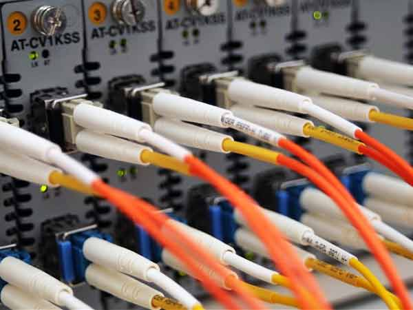 Govt unlikely to meet optical fibre roll-out deadline:ParPanel