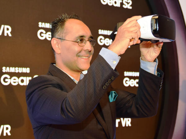 Samsung launches Gear VR powered by Oculus
