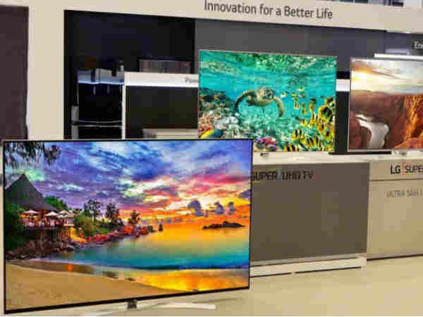 CES 2016: LG Unveils 55-inch OLED Display, Rollable OLED Display