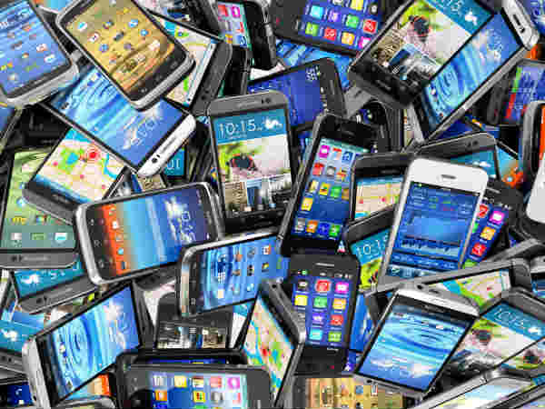 India smartphone shipments to overtake featurephones in 2016: CMR