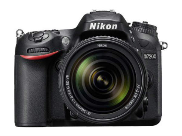 Nikon D7200 (AF-S 18-140 mm VR Kit Lens) DSLR Camera
