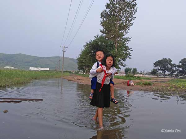 A Photographer Captured Life In North Korea On His Phone!