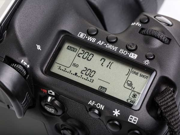 10 Mistakes That Are Draining Your DSLR Camera Battery Life