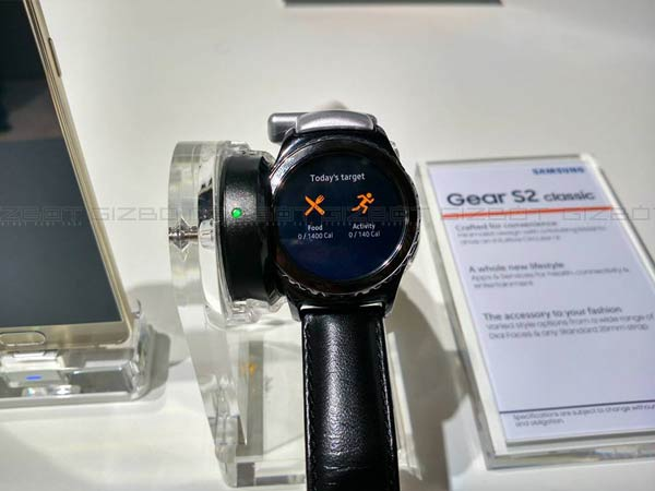10 Beautiful Pictures of Samsung Gear S2 Classic 18K Rose Gold Variant
