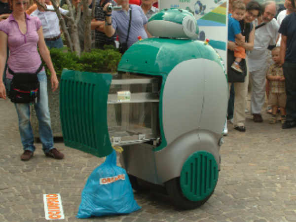 Argentina builds trash-eating robot with recycled parts