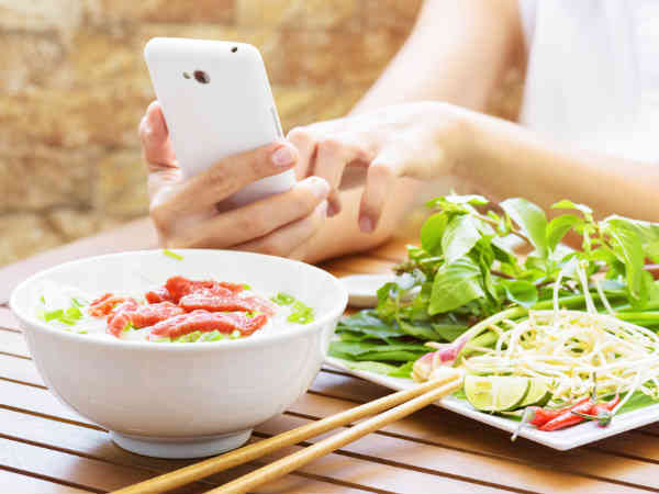 Parents! Stop using smartphone at dinner table
