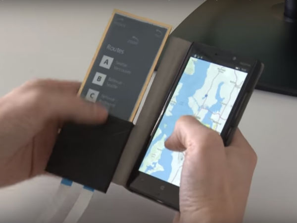Smartphone case that acts as secondary touchscreen