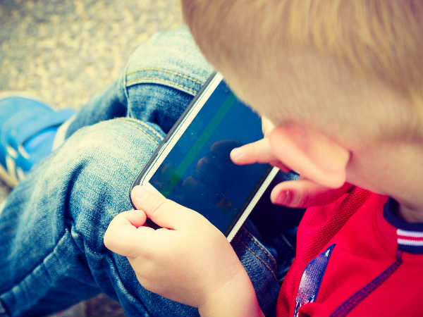 Kids getting hooked to smartphones at age 10 in US