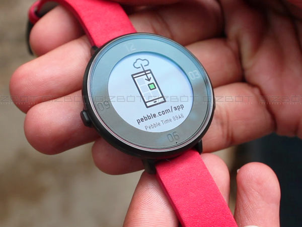 Here are 8 reasons why Pebble is preferred over Android Wear