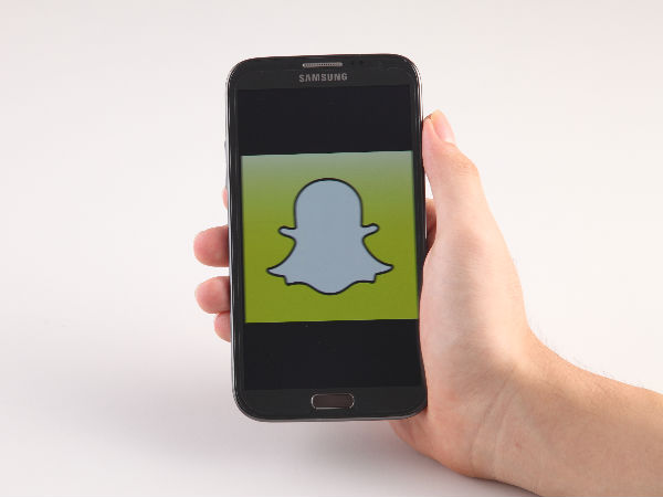 Snapchat updates app with one-hand zoom feature