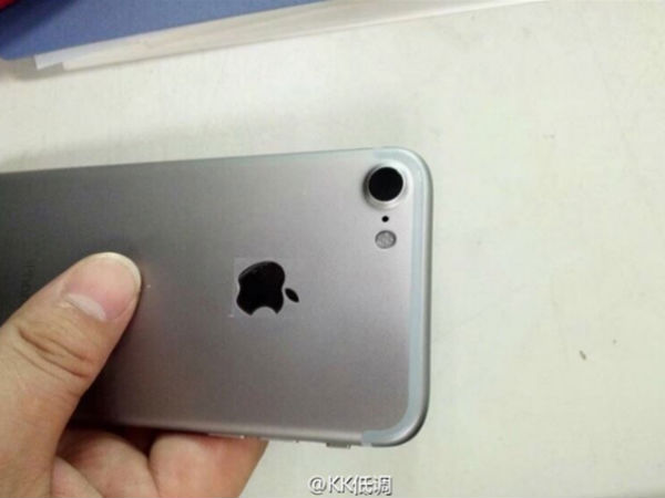 Real iPhone 7 with No Headphone Jack Spotted in Foxconn Factory?