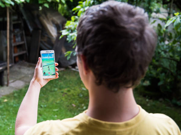 Students robbed while playing Pokemon Go in Manchester