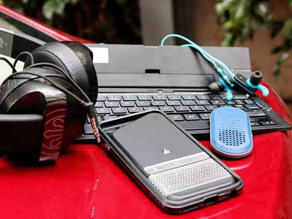 Things We Like: iFrogz Keychain Speaker & Foldable Mobile Keyboard