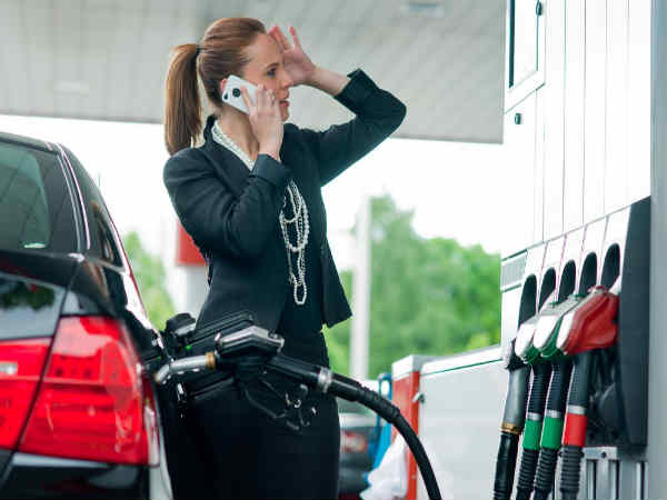 Here's Why You Can't Use A Smartphone in a Petrol/Gas Station!