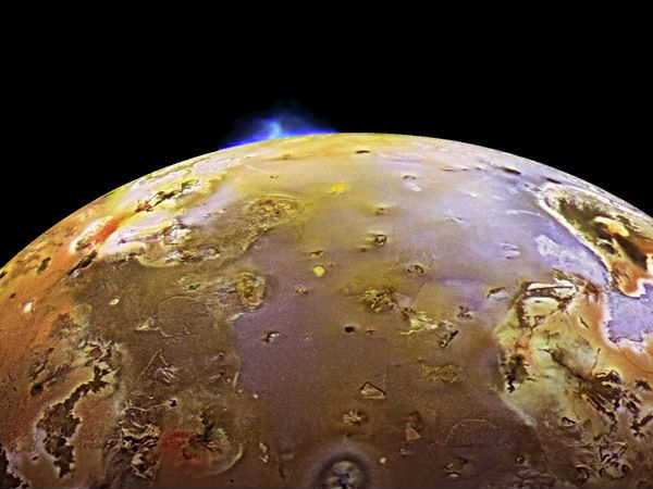 Fluctuating atmosphere of Jupiter's volcanic moon revealed