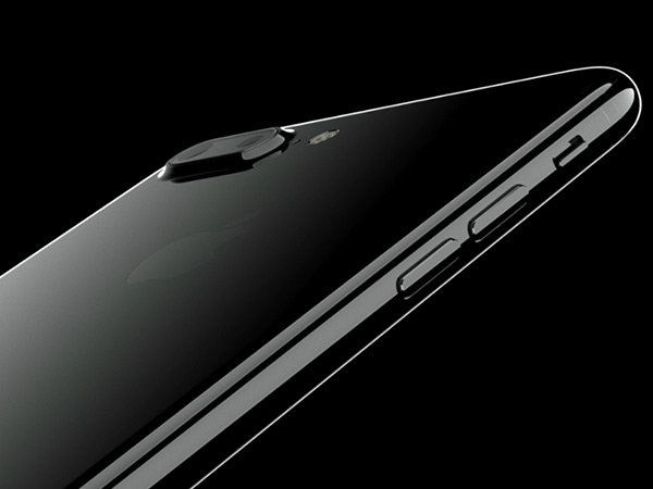 How to Protect Your Jet Black iPhone 7 From Scratches Without a Case