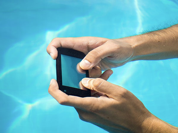 5 EPIC DIYs: How to Make Your Smartphones Waterproof on a Budget