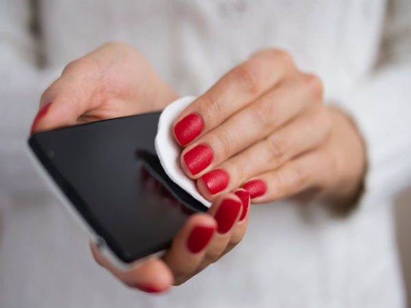 How to Clean Your Smartphone with Items At Your Home [5 Easy Ways]
