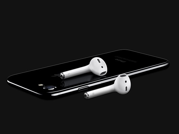 The Apple iPhone 7 is overpriced and has no standard 3.5mm  headphone jack