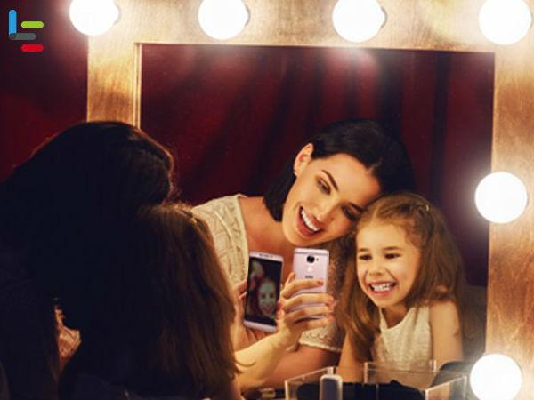 Selfies are a passé: Capture your festive mood with a Mirfie!
