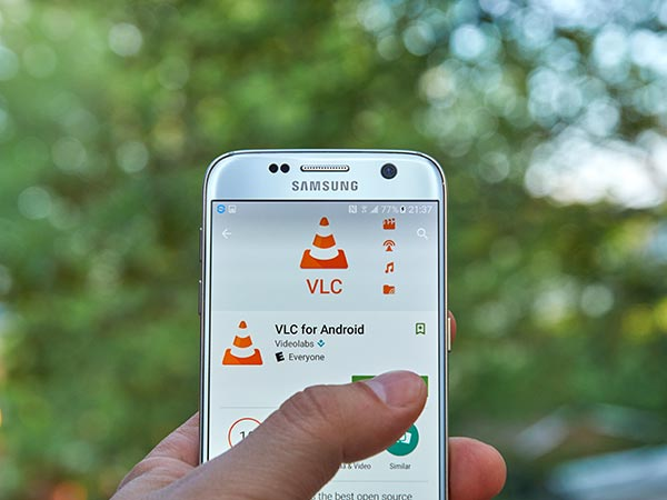 how to download videos from internet using vlc