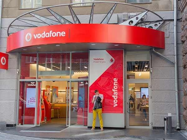"Vodafone is Now Playing the ""Secret Santa"" Game With Its Customers"