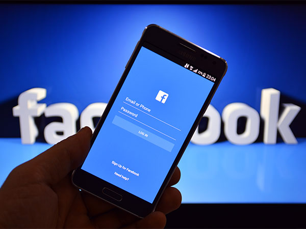 How Facebook's Group Video Calling, Live Audio Streaming Features Work