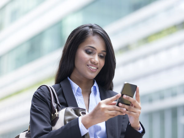 Indian Women Use Their Smartphones More than Men 112ba39ce5