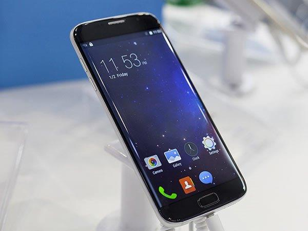 This Smartphone is an Exact Copy of  Samsung Galaxy S7 Edge