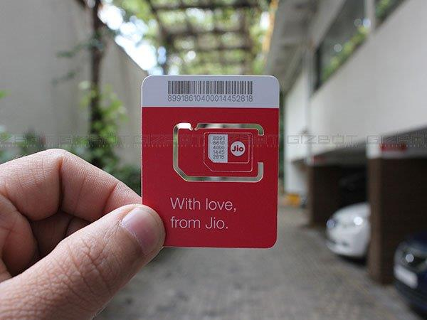 5 Reasons to Get Reliance Jio SIM: Happy New Year Offer & More