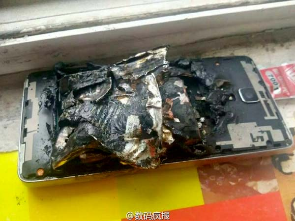 Xiaomi Mi 4 Explodes in a Chinese Classroom
