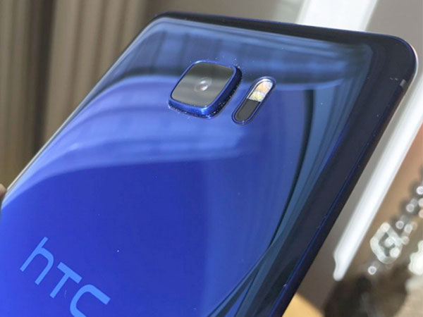 HTC U Ultra and U Play images and specs leak ahead of launch