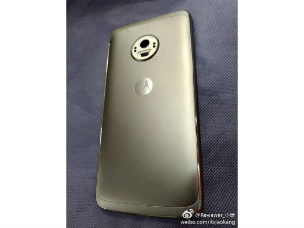 Moto G5 Plus live images hit the web showing metal body at its rear