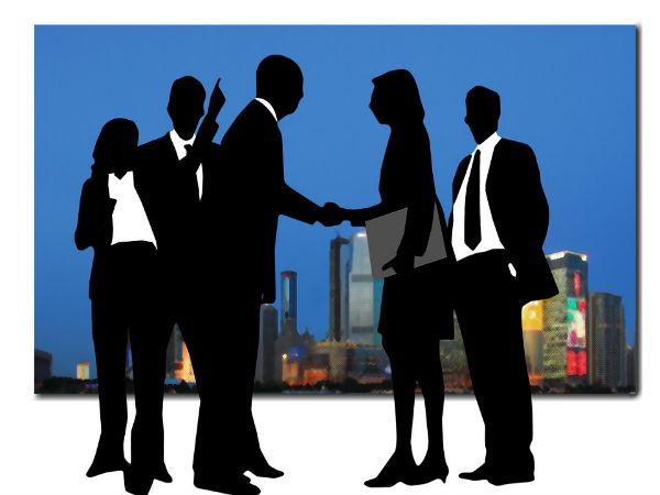 Tata tele mulls merger with Rcom, Aircel, MTS