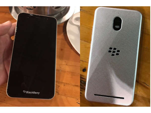 Images of a low-end Blackberry smartphone leaks online