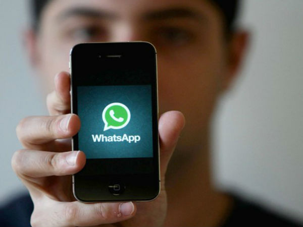 WhatsApp text status comes to iOS; co-exists with Snapchat Stories-like feature