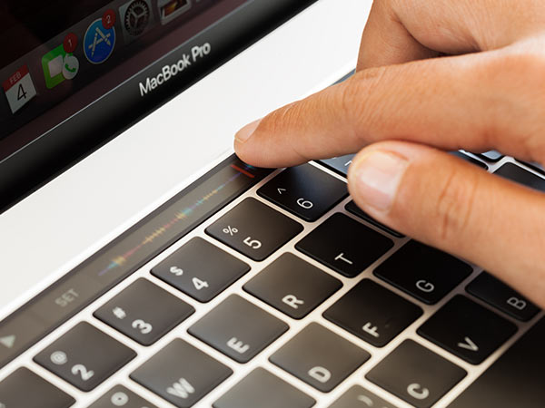 MacBook Pro: How to customize the buttons in the touch bar
