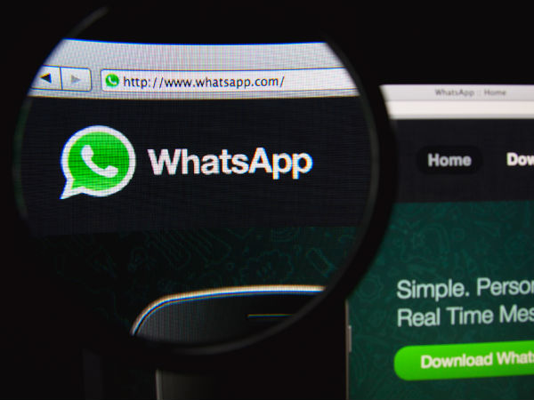 Scam Alert: WhatsApp cannot be changed to new colors