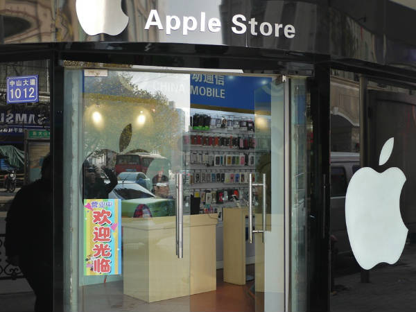Apple suppliers arrested for selling iPhone user data illegally