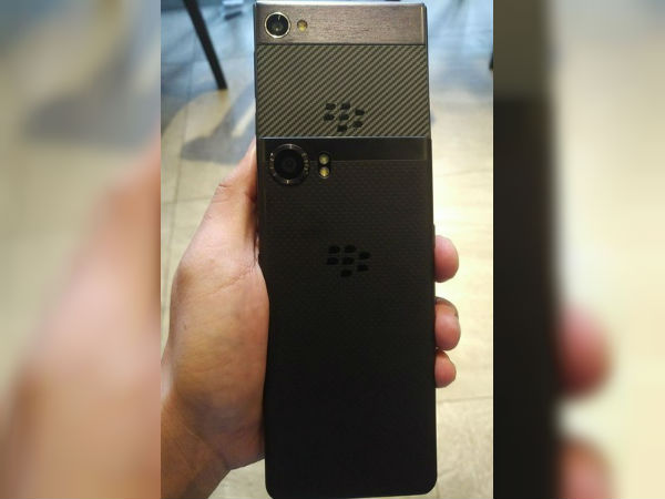Upcoming BlackBerry Krypton Smartphone Spotted with Carbon Fiber Body