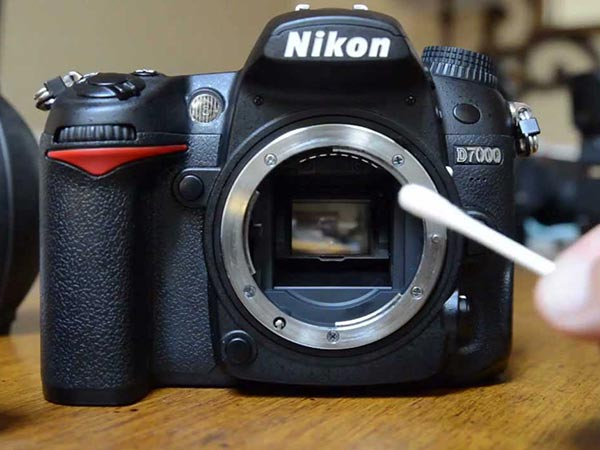 How to clean your digital camera