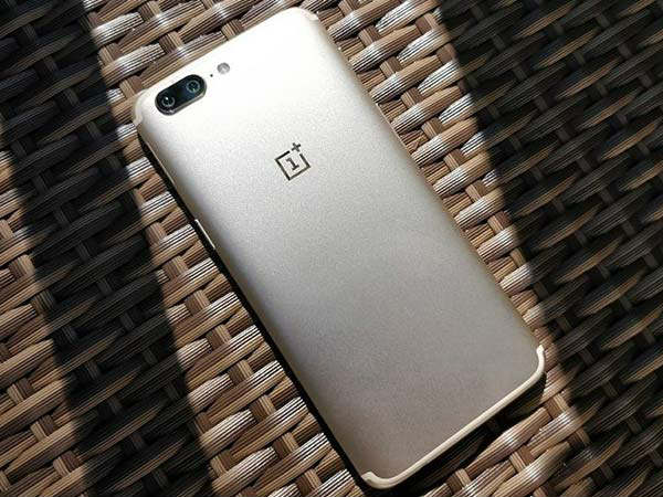 OnePlus accused of stealing user's private data