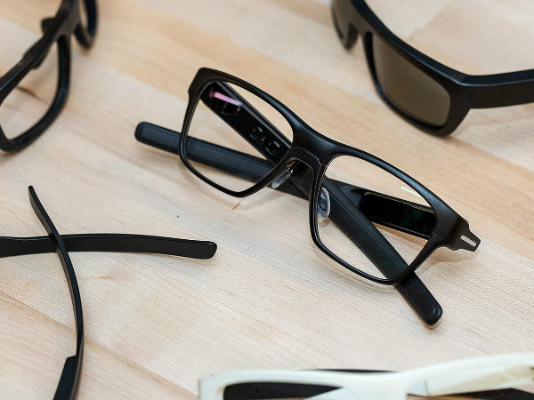 Intel's Vaunt smart glasses beams lasers right into your eyes