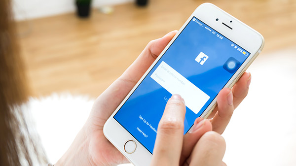 How to upload high-quality images on Facebook from your phone