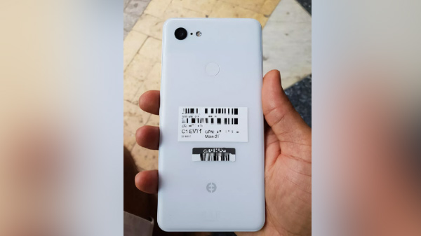 Google Pixel 3 Leaks suggest a notch-display with wireless charging