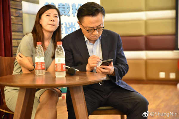 Samsung CEO using a smartphone in a public place. Could it be the Galaxy Note9?