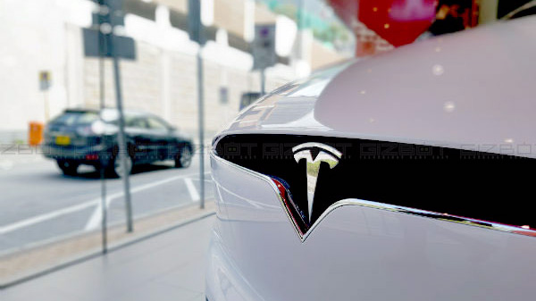 Tesla plans to start self-driven cab-hailing service by 2020